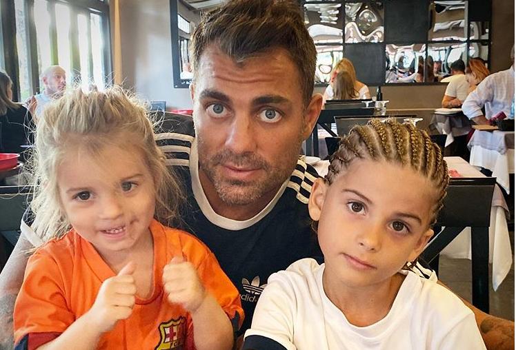 Στέλιος Χανταμπάκης: Δείτε τι έκανε μαζί με τα παιδιά του | tanea.gr