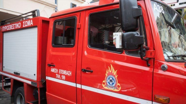 Μεγάλη φωτιά σε συνεργείο στον Γέρακα | tanea.gr