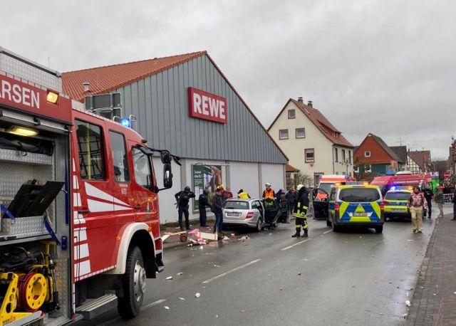 Γερμανία: Βουτιά Ι.Χ σε καρναβαλιστές - Τριάντα οι τραυματίες | tanea.gr