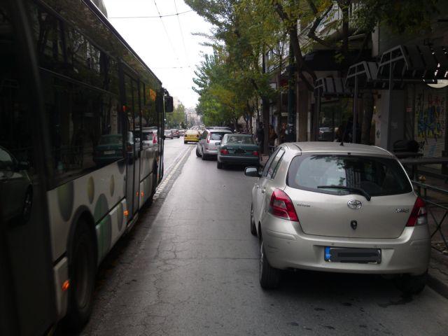 Μαζί με την κίνηση πολλαπλασιάστηκαν και οι παραβάσεις στις λεωφορειολωρίδες   tanea.gr