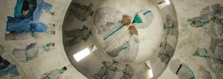 Κορωνοϊός: «Οι Άγιοι Φορούν Άσπρα» –  Ο φόρος τιμής ντιζάινερ στους ήρωες της Κίνας | tanea.gr