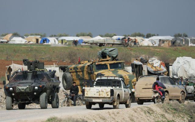 Συρία: Eισήλθε τουρκική φάλαγγα - Αγκυρα και Μόσχα σχεδιάζουν κοινές περιπολίες στην Ιντλίμπ | tanea.gr