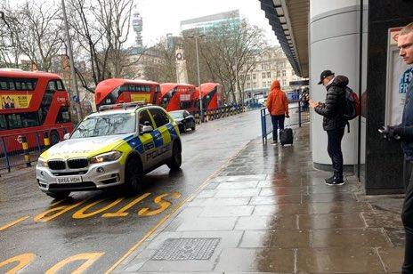 Πανικός στο Λονδίνο: Επίθεση με μαχαίρι σε σταθμό τρένου | tanea.gr