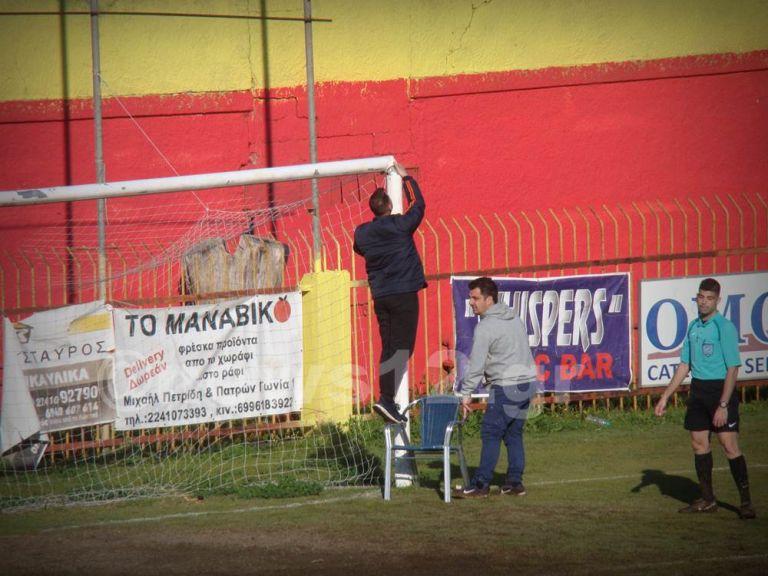 Για γέλια και για κλάματα: Έπεσε δοκάρι σε αγώνα ελληνικού ποδοσφαίρου | tanea.gr