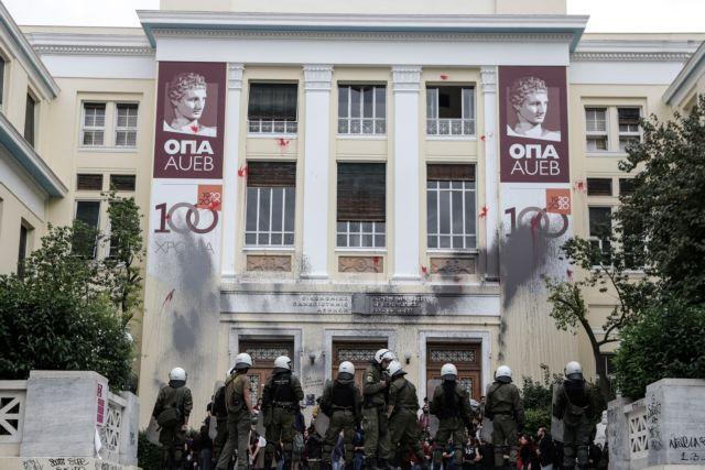 Καταδικάζει την είσοδο του ένοπλου αστυνομικού το Οικονομικό Πανεπιστήμιο | tanea.gr