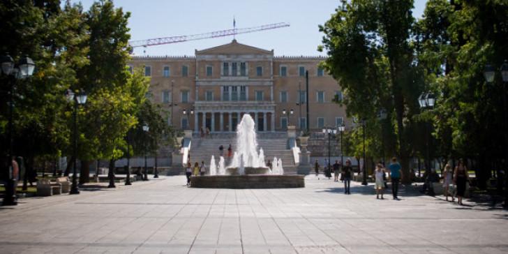Γέμισε ποντίκια η πλατεία Συντάγματος – Παρέμβαση της Περιφέρειας | tanea.gr