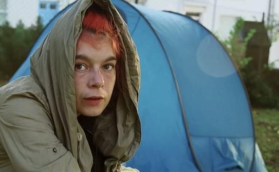 Αυτοκτόνησε η Paige Greenaway, η ζωή της είχε γίνει ντοκιμαντέρ στο BBC | tanea.gr