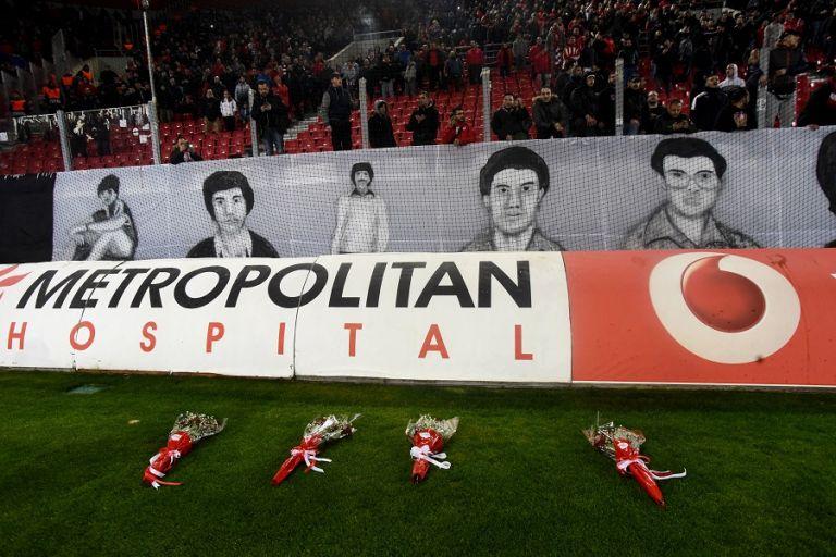 Ράγισαν καρδιές στο Καραΐσκάκη για τα θύματα της θύρας 7 (pics & vid) | tanea.gr