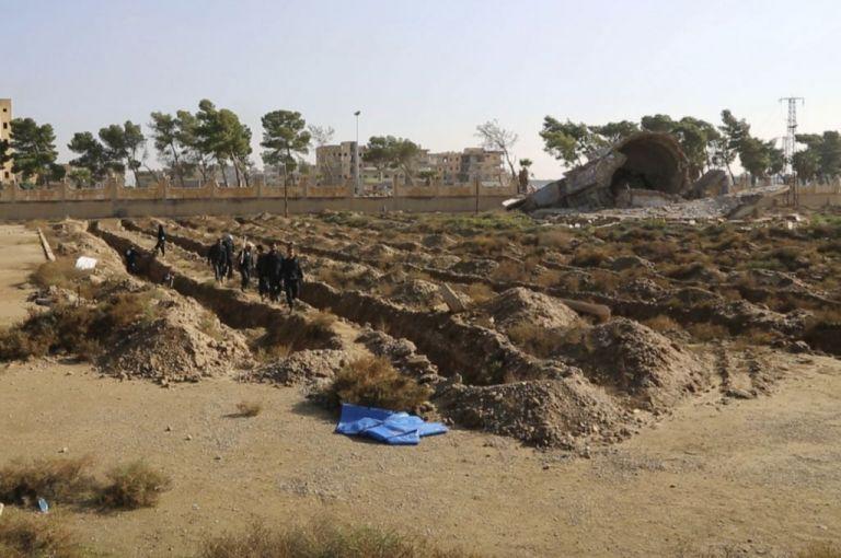 Συρία: Ομαδικός τάφος με 70 θύματα εκτελέσεων κοντά στη Δαμασκό | tanea.gr
