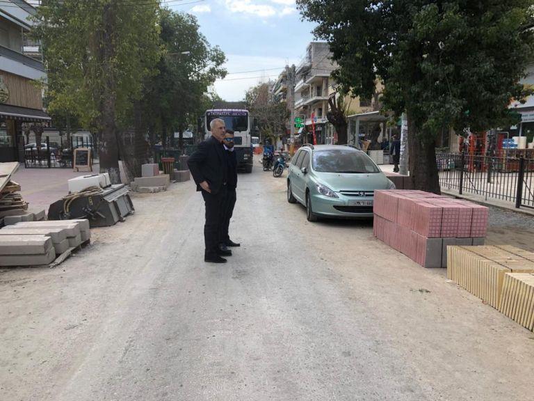 Αυτοψία Γ. Μώραλη στις εργασίες ανάπλασης της οδού Ειρήνης στο Νέο Φάληρο | tanea.gr