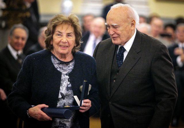 Ο πολιτικός κόσμος αποχαιρετά τη «γλυκιά γιαγιά» των παιδικών μας χρόνων   tanea.gr