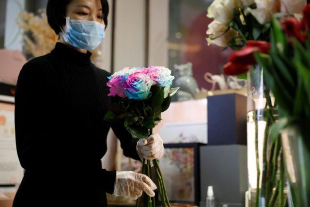 Άγιος Βαλεντίνος : Ανθοπωλείο στην Κίνα στέλνει λουλούδια και… απολυμαντικό | tanea.gr