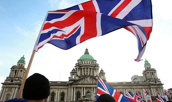 Ηνωμένο Βασίλειο και όχι... ηνωμένη Ιρλανδία επιλέγουν οι βορειοϊρλανδοί | tanea.gr