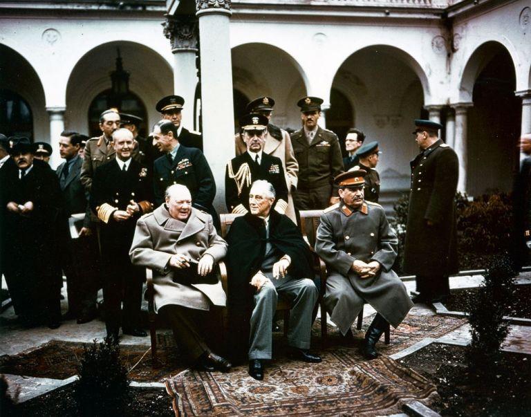 Διάσκεψη Γιάλτας : Πώς μοίρασαν τον κόσμο Αγγλοαμερικανοί και Ρώσοι | tanea.gr