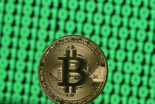 Bitcoin: Έσπασε το φράγμα των 10.000 δολαρίων | tanea.gr