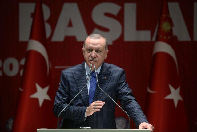 Κλονίζεται ο σουλτάνος στην Τουρκία - Στο ναδίρ η δημοτικότητα τού Ερντογάν | tanea.gr