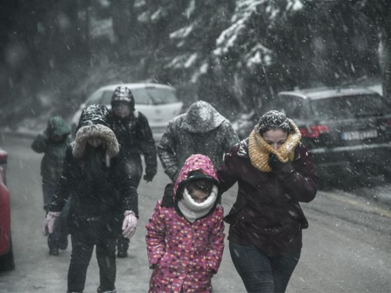 Καιρός : Τσουχτερό κρύο και ισχυρές καταιγίδες  τις επόμενες ώρες - Δείτε πού θα χιονίσει | tanea.gr