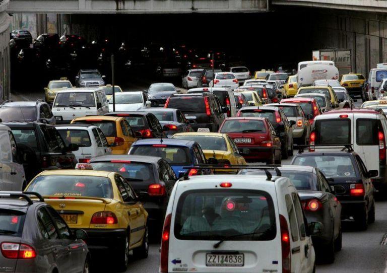 Κυκλοφοριακό κομφούζιο στην Αθήνα - Ποιοι δρόμοι έχουν προβλήματα | tanea.gr