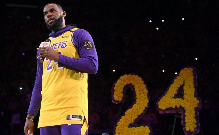 NBA : Ο Λεμπρόν αποχαιρετά τον Κόμπι | tanea.gr