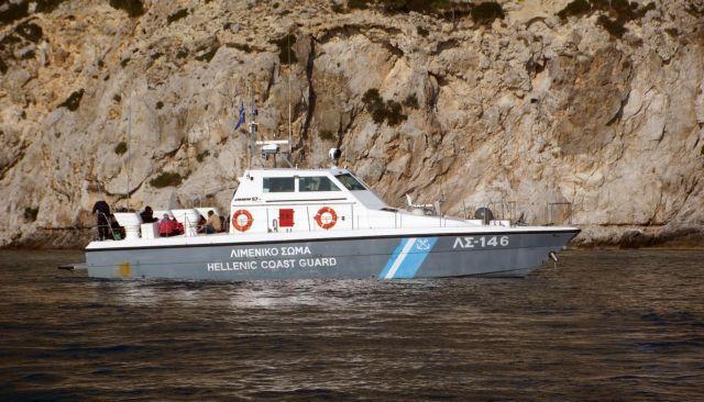 Θρίλερ στον Σαρωνικό: Επιβάτης πλοίου έπεσε στη θάλασσα | tanea.gr