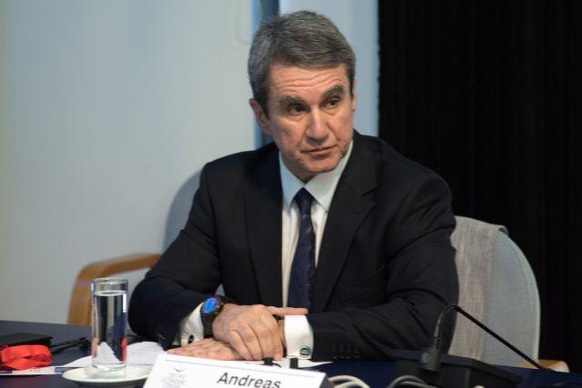 Λοβέρδος στο MEGA: Μήπως ο Τσίπρας εκβιάζεται για την υπόθεση Novartis; | tanea.gr