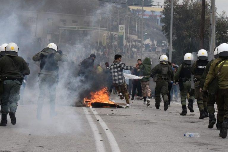 Έτοιμη να εκραγεί η Λέσβος - Στέλνουν ενισχύσεις στα ΜΑΤ μετά τα νέα επεισόδια στη Μόρια   tanea.gr
