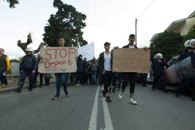 Μόρια : Στους δρόμους οι πρόσφυγες, οι απαντήσεις της κυβέρνησης | tanea.gr