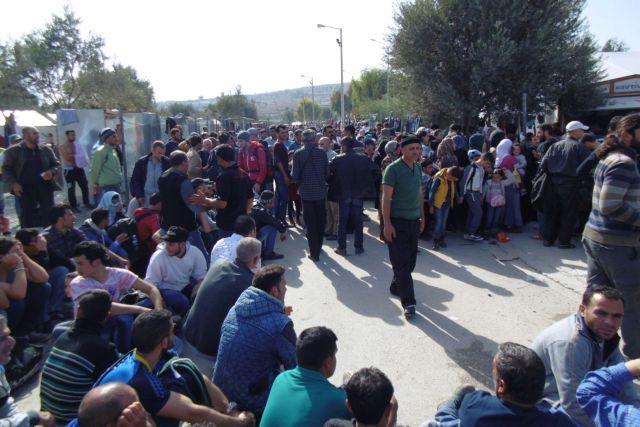 Αμετακίνητη για τις κλειστές δομές η κυβέρνηση - Μουτζούρης καλεί Μηταράκη στη Λέσβο | tanea.gr