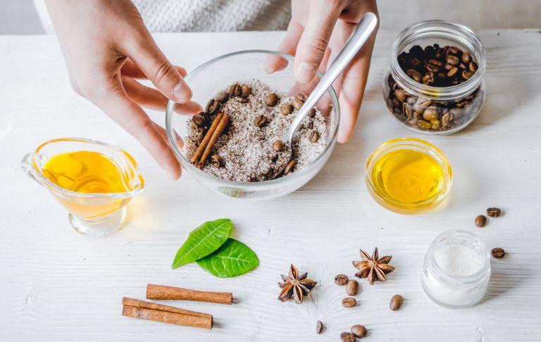 DIY: Φυσικές συνταγές για υπέροχα scrub | tanea.gr