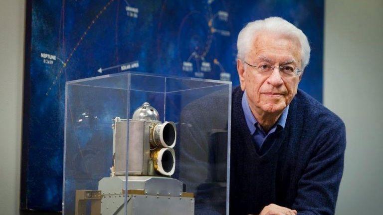Σταμάτης Κριμιζής : «Η διαστημική εποχή μάς έσωσε από την καταστροφή» | tanea.gr