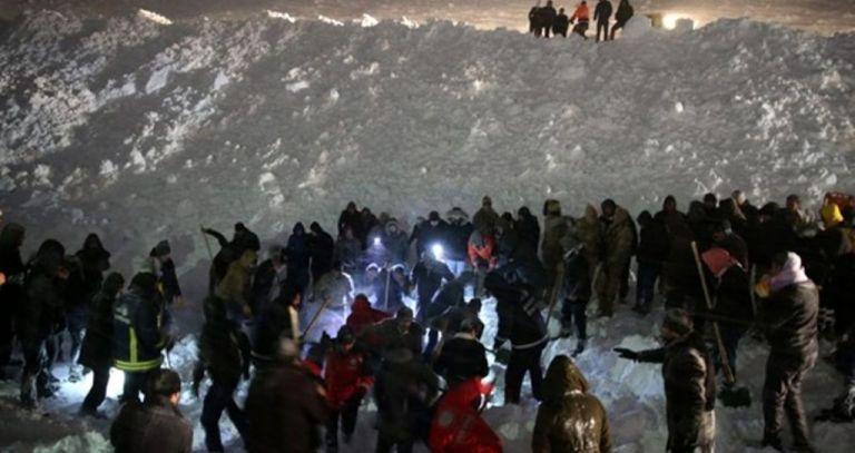 Τουρκία: Λεωφορείο καταπλακώθηκε από χιονοστιβάδα – Τουλάχιστον 4 νεκροί | tanea.gr