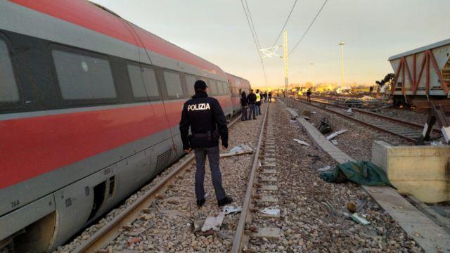 Εκτροχιασμός αμαξοστοιχίας κοντά στο Μιλάνο με δύο νεκρούς | tanea.gr
