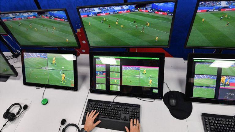 Επιτροπή διαιτητών UEFA : Ζωτικής σημασίας το VAR στα νοκ-άουτ του Europa League | tanea.gr