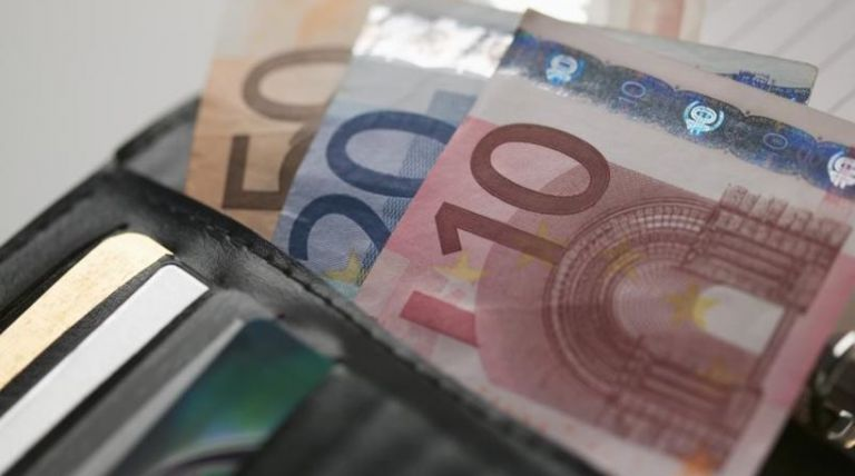Κατώτατος μισθός: Πότε και πόσο θα αυξηθεί | tanea.gr