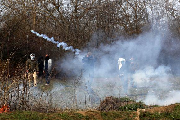 Έβρος : Οι ελληνικές δυνάμεις ασφαλείας απωθούν νέες προσπάθειες εισόδου μεταναστών | tanea.gr