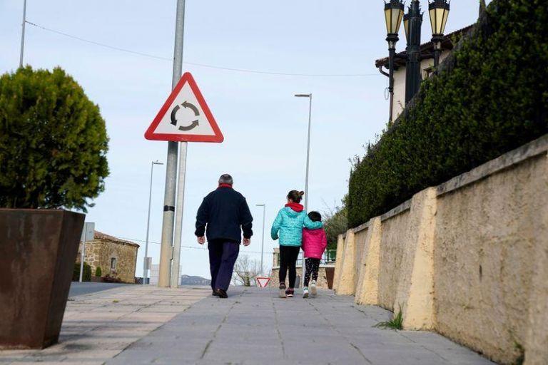 Κοροναϊός : Συνεχίζεται η τραγωδία στην Ισπανία - 812 νεκροί σε μια μέρα   tanea.gr