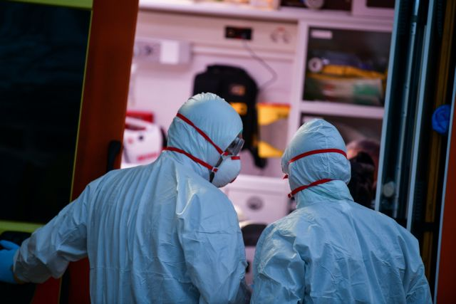 Θετικός στον ιό ακτινολόγος του «Ερυθρού Σταυρού» | tanea.gr