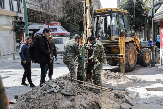 Λήξη συναγερμού στο κέντρο της Αθήνας – Η «οβίδα» ήταν εξάρτημα της ΔΕΗ | tanea.gr