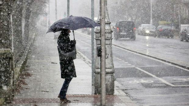 Καιρός : Ισχυρές βροχές και καταιγίδες την Παρασκευή   tanea.gr