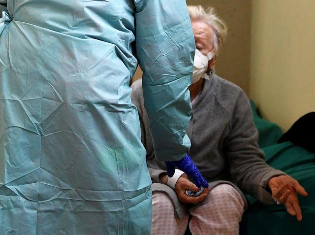 Κοροναϊός: Μέλος της επιτροπής του υπ. Υγείας εξηγεί πότε πρέπει να ανησυχήσουμε | tanea.gr