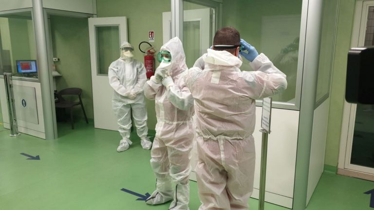 Εμπαιγμό με τις προσλήψεις λόγω κοροναϊού καταγγέλλουν οι νοσοκομειακοί γιατροί   tanea.gr