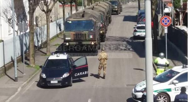 Στοιβαγμένες σοροί σε στρατιωτικά οχήματα στην Ιταλία   tanea.gr