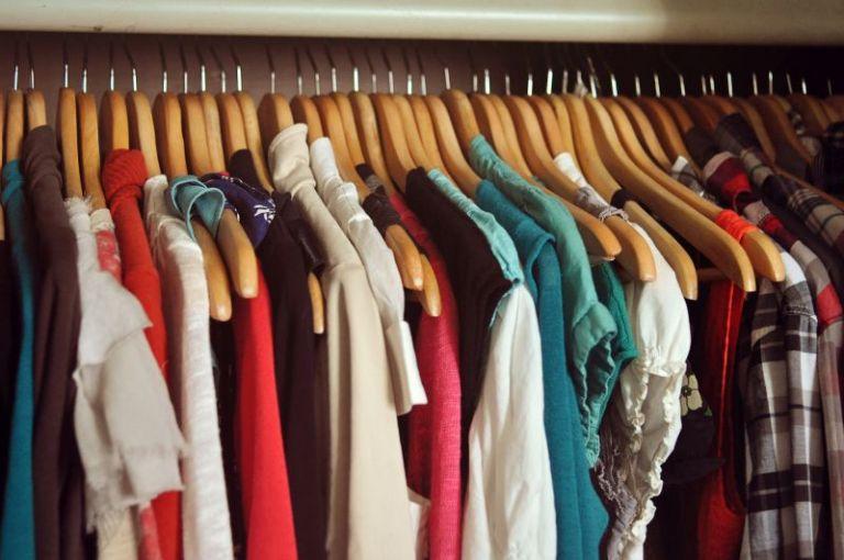 Κορoναϊός: Πώς να καθαρίσετε και να απολυμάνετε ρούχα | tanea.gr