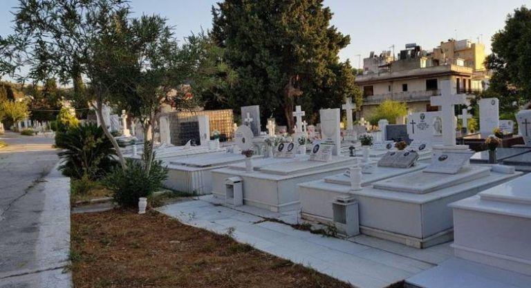 Κοροναϊός : Άρχισαν οι κηδείες μέσω live streaming στην Πάτρα   tanea.gr