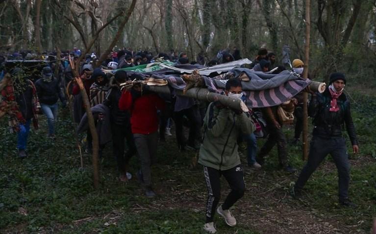 Έβρος : Νέα απόπειρα μαζικής εισόδου μεταναστών στις Καστανιές   tanea.gr