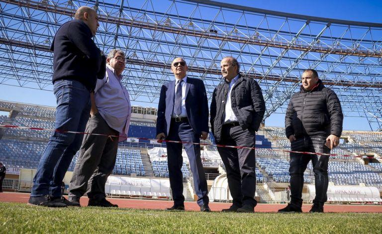 Χωρίς σκέπαστρο το «Παγκρήτιο» λίγο πριν τα ματς της Εθνικής | tanea.gr