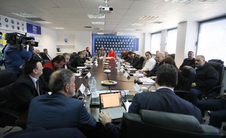 Το μεσημέρι αποφασίζει η Superleague για την αναβολή των play off   tanea.gr