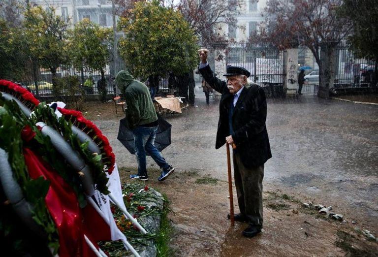 Μανώλης Γλέζος: Πάντα όρθιος! | tanea.gr