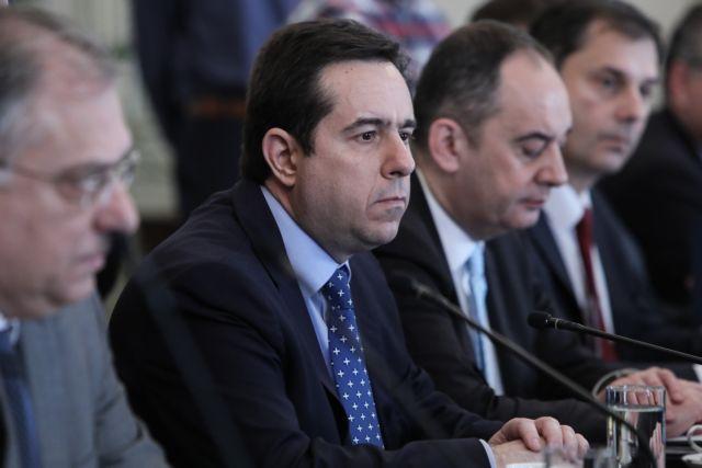 Μηταράκης : Με τροπολογία φεύγουν άμεσα από τα νησιά 2.000 πρόσφυγες   tanea.gr