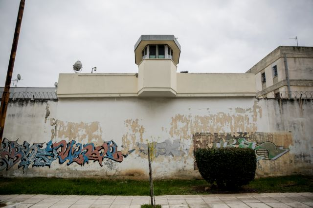 «Κόβονται» οι άδειες κρατουμένων στις φυλακές   tanea.gr